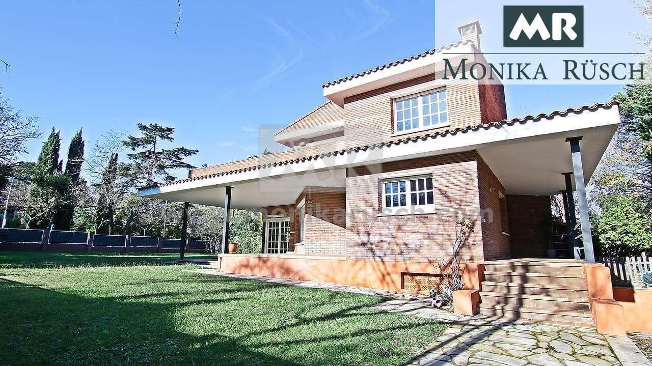 Casa En Venta De 340 M2 En Sant Cugat En La Zona De Arxiu Con 6